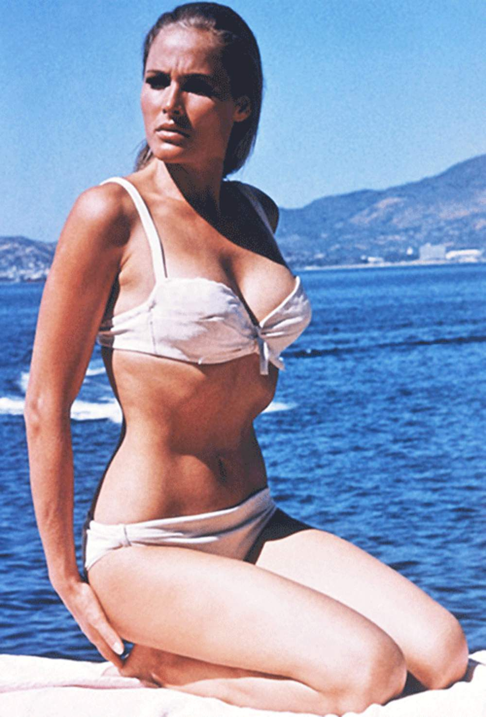 ursula-andress-young